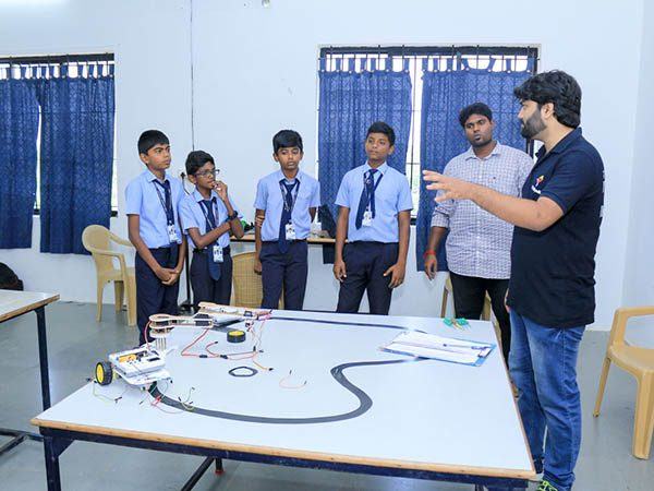 Robotics-Competition-by-STEMpedia-and-STEMians-20.jpg